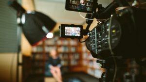 הפק את המרב מתקציב קטן: טכניקות הפקת וידאו חסכוניות